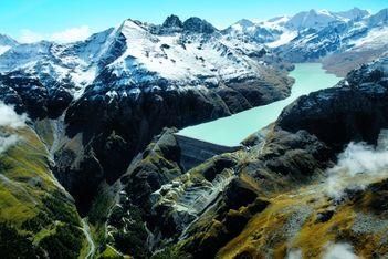 Hinten im Val des Dix versteckt sich die höchste Gewichtsstaumauer der Welt