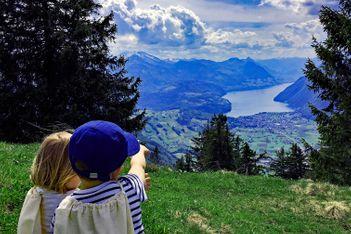 Im Sommer ist die Mythenregion ein Paradies für Naturliebhaber. Circa eine Autostunde von Zürich entfernt, findet man dort tolle Naturerlebnisse.