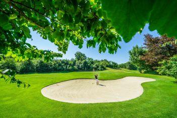 Ein anspruchsvoller 9-Loch Kurzgolfplatz, mitten im Park von Bad Schinznach wartet auf Golfliebhaber aller Spielniveaus, mit oder ohne Handicap.