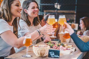 Auf diesem Bummel locken fünf kulinarische Stationen mit feinen Spezialitäten. Machen Sie sich auf und schmecken Sie sich durch Freiburg!
