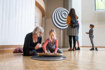 Im Sensorium laden 80 interaktive Stationen dazu ein, Ihre 5 Sinne auf spielerische und originelle Weise wiederzuentdecken