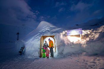Fondueiglu, Eisklettern, Snowtubing und mehr sorgen diesen Winter für viel Abwechslung