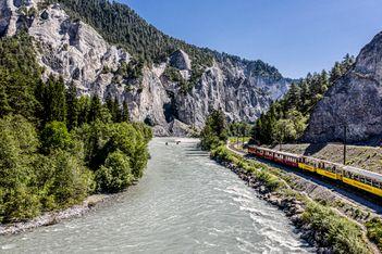 Erleben Sie die weite Welt ganz nah mit den tollen Sommerangeboten der Rhätischen Bahn!