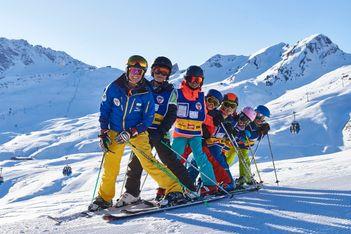 Arosa schenkt allen Kindern und Jugendlichen den Ski- oder Snowboardunterricht