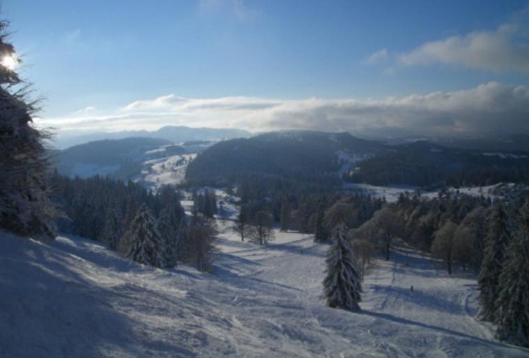 Skigebiet_Jura_Winter_Schnee_Skipiste.png