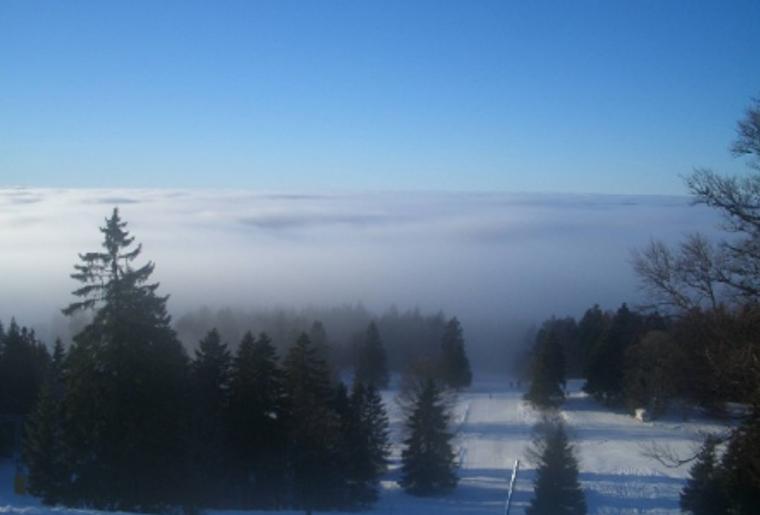Skigebiet_Jura_Winter_Schnee_Skipiste_Panorama.png