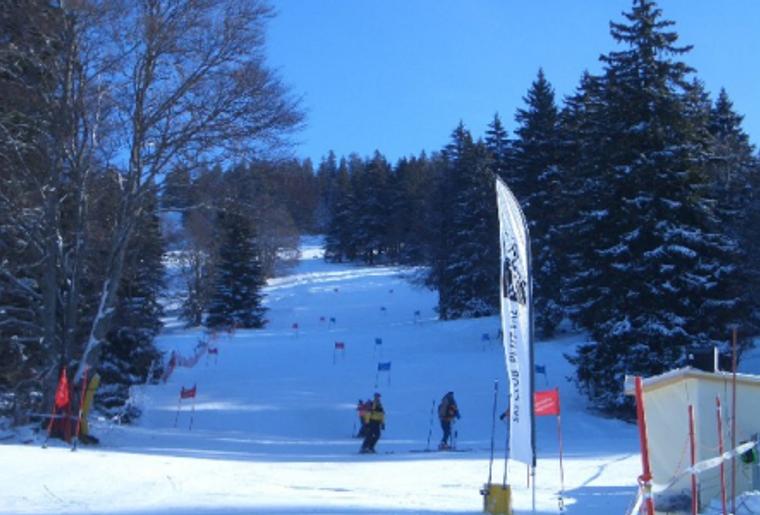 Skigebiet_Jura_Winter_Schnee_Skipiste_skifahren.png