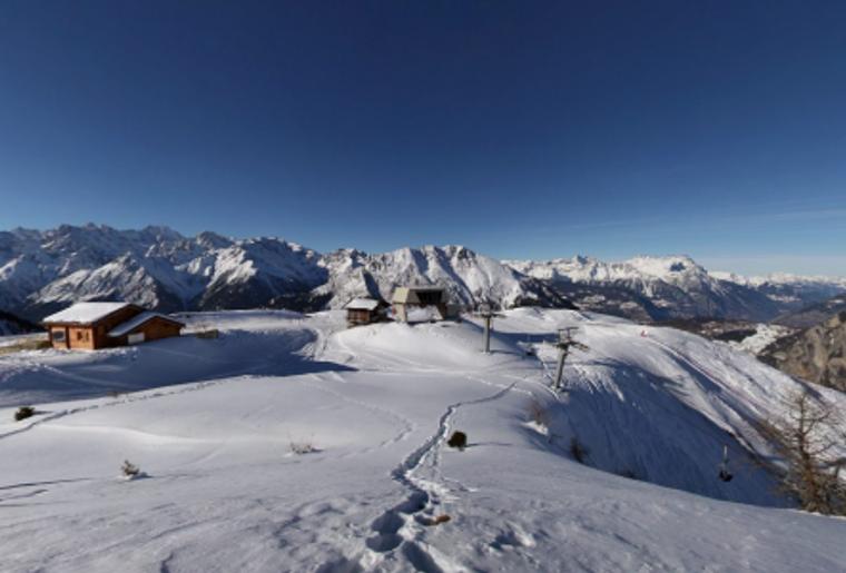 Skigebiet_Les4Vallees_LaPasay_Sessellift_Huette_Berge.png