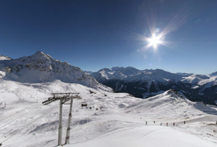Skigebiet_Les4Vallees_ LesFontanets_Sessellift_Skipiste.png