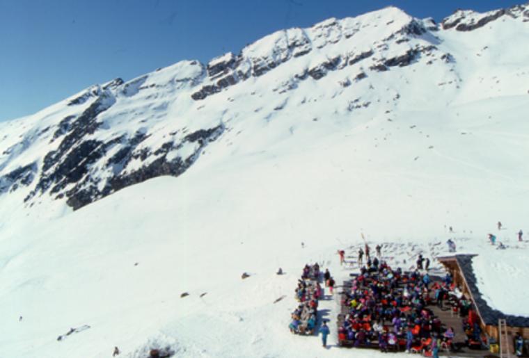 Winter_Bergpanorama_Skigebiete_EvolèneChemeuille_Huette.png
