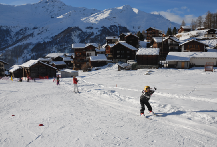 Winter_Bergpanorama_Skigebiete_EvolèneChemeuille_Skilift.png