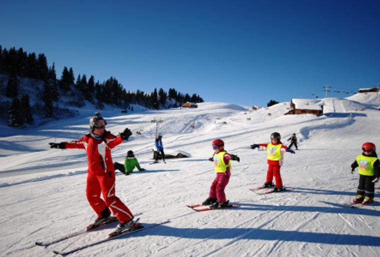 Gruesch_Danusa_Skischule.png
