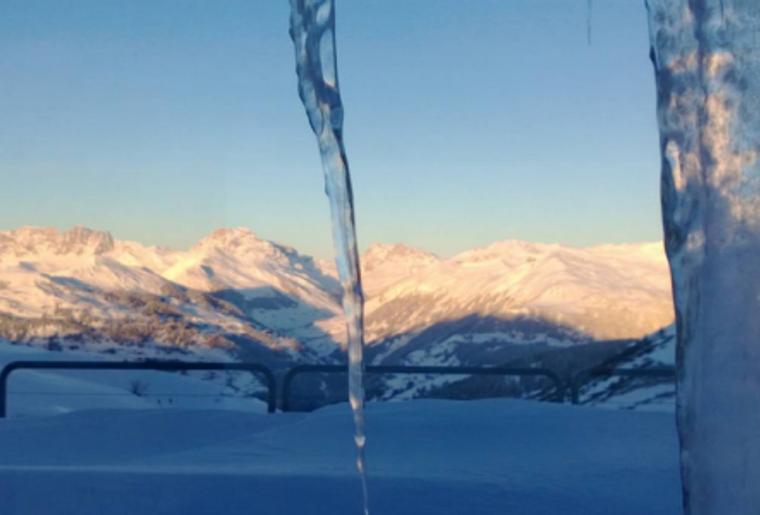 Praettigauer_Schlittelbahn_Panorama_Winter_Eiszapfen.png