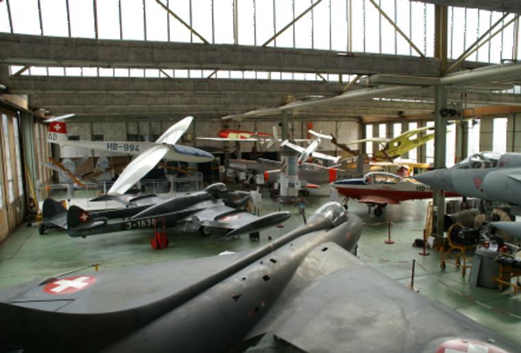 Fliegermuseum_Altenrhein_Innen_Halle.png