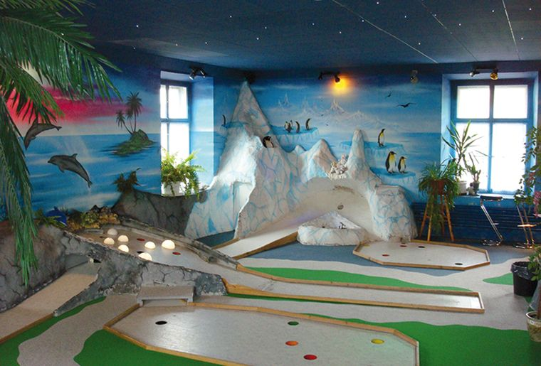 indoor minigolf filzbach glarus filzbach aktivit ten. Black Bedroom Furniture Sets. Home Design Ideas