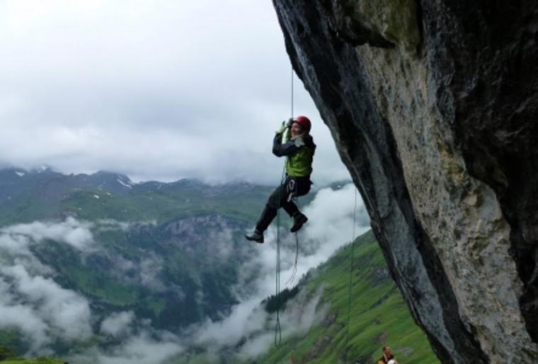 Alpinschule_Toedi_Kletter_Kurs_Familie_Hangen.png