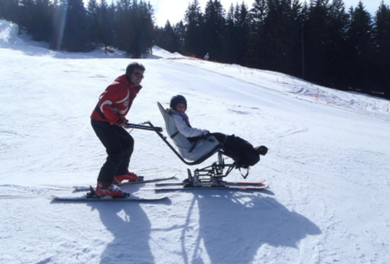 LarBraye_Familie_Skifahren_Winter_Schnee_Spass.png