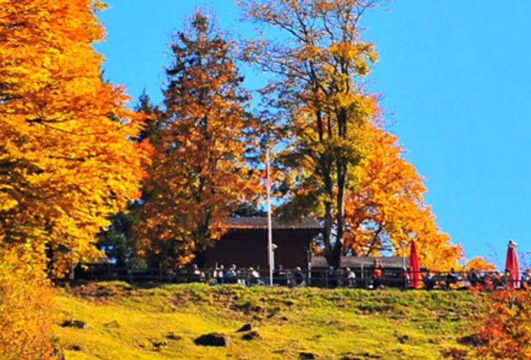 Glarus_Schwammhöhe_Klöntal_Aussensicht_Restaurant.jpg