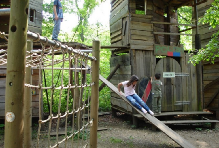 Robinson_Spielplatz_Basel_Kinder_Spielturm.png