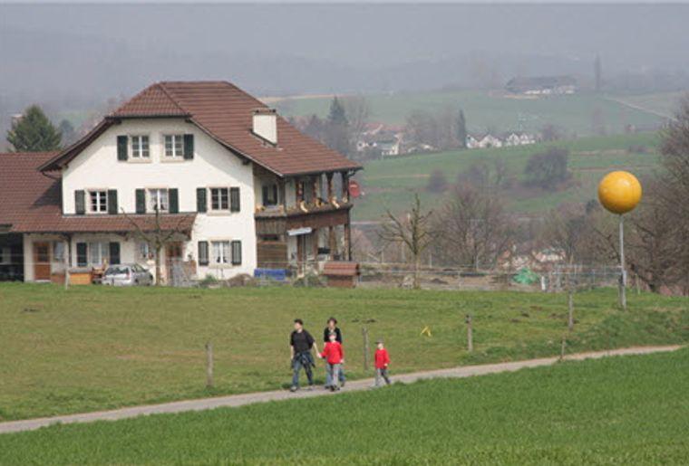Liesberg_Planetenweg Laufen_Familie am wandern.jpg