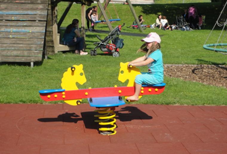 Gossau_Kinderspielplatz_Schaukel.png