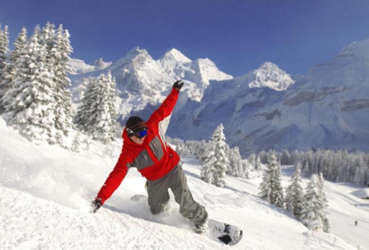 Kadersteg_oeschinensee_Winter_Schnee_Snowboarder.png
