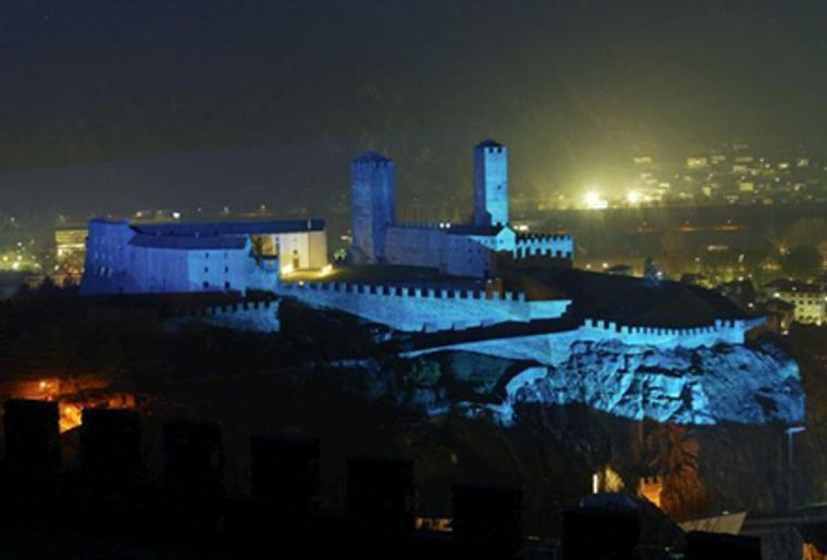 Bellinzona_drei Burgen_Castello Grande_Nacht.png