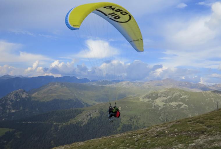 Paragliding_Davos_Sommer_OnAir.png
