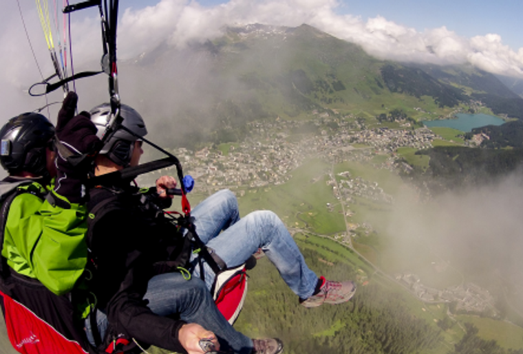Paragliding_Davos_Sommer_Aussicht.png
