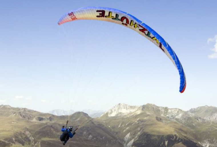 Paragliding_Davos_Sommer_Fly.png