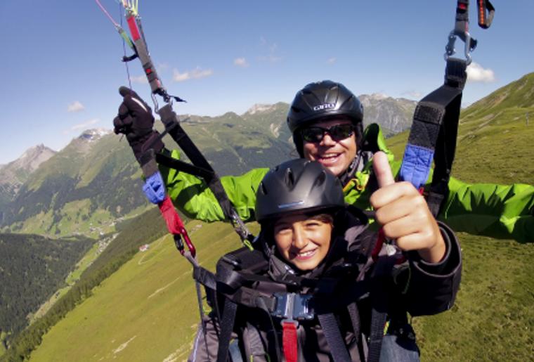 Paragliding_Davos_Sommer_Kind.png