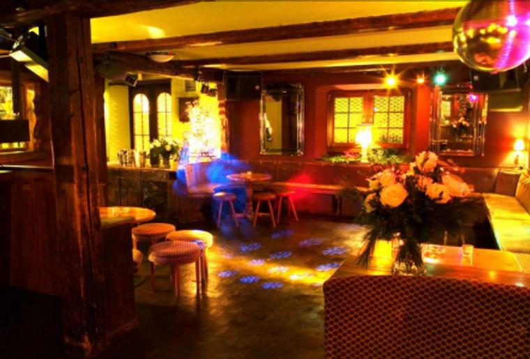 Alpines_Nachtleben_Bar.png