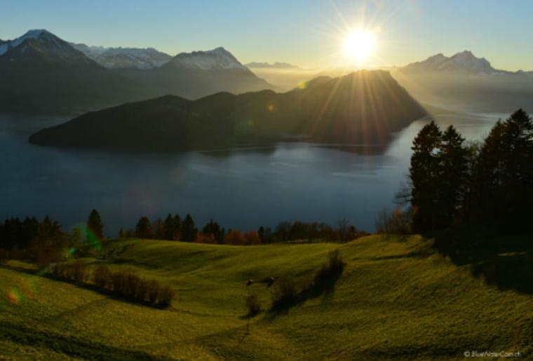 spa_mineralbad_rigi_berge_panorama_sonnenuntergang.png