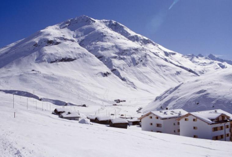 Avers_juf_skigebiet_winter_schnee_huetten.png