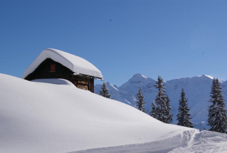 Braunwald_Winter_Schnee_Huette.png