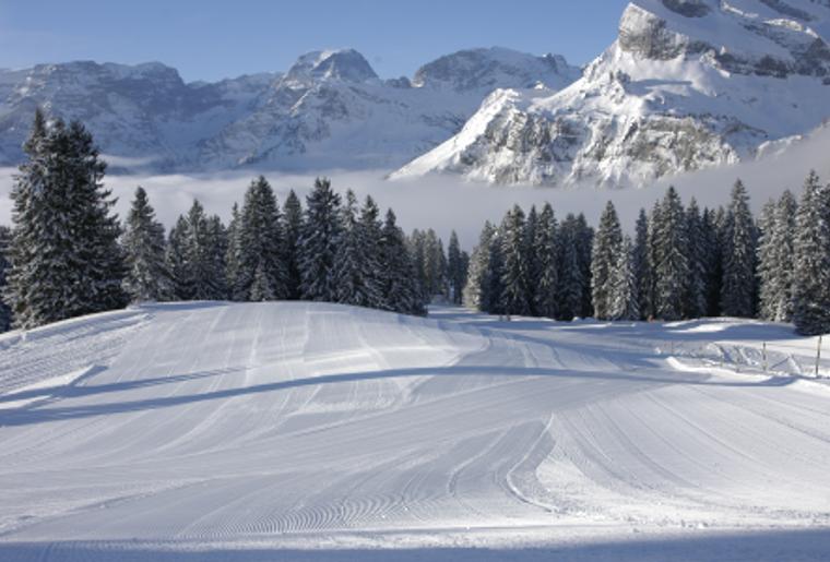 Braunwald_Winter_Schnee_Piste.png