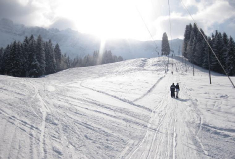 Skigebiet_Bumbach_Landschaft_Schlepplift_Paar.png
