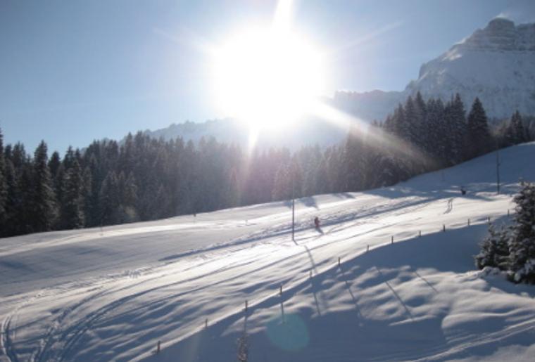 Skigebiet_Bumbach_Landschaft_Sonne.png