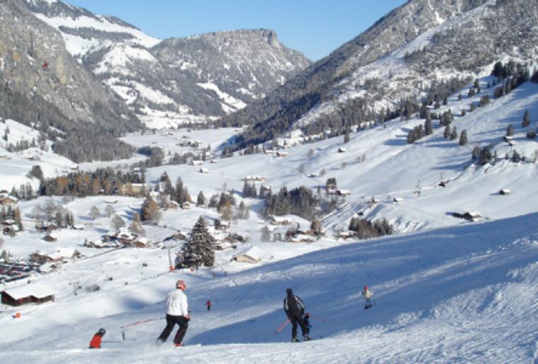 Landschaft_winter_schnee_wiriehorn_skipiste.png