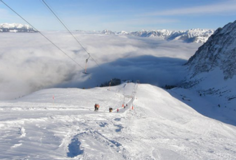Moerlialp_Skilift_Winter_Panorama_Wolken.png