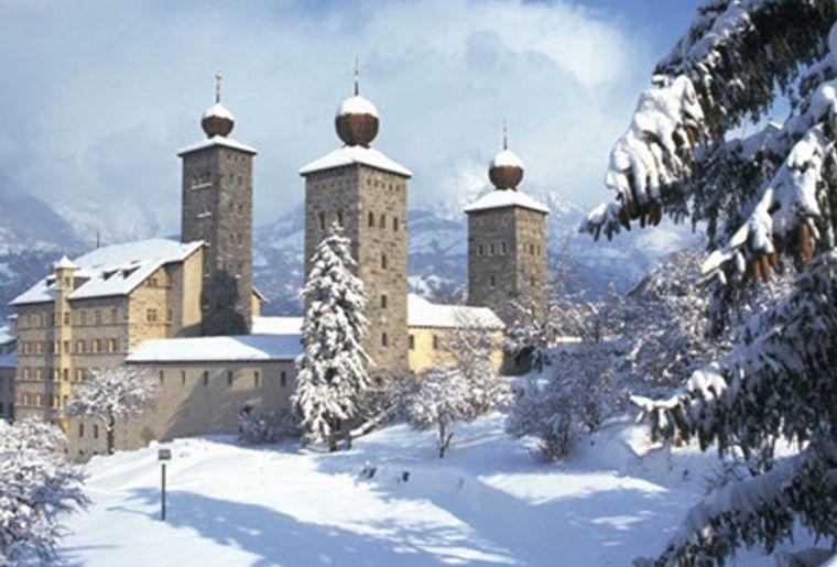 Brig_Stockalperschloss_Winter_Panorama.jpg