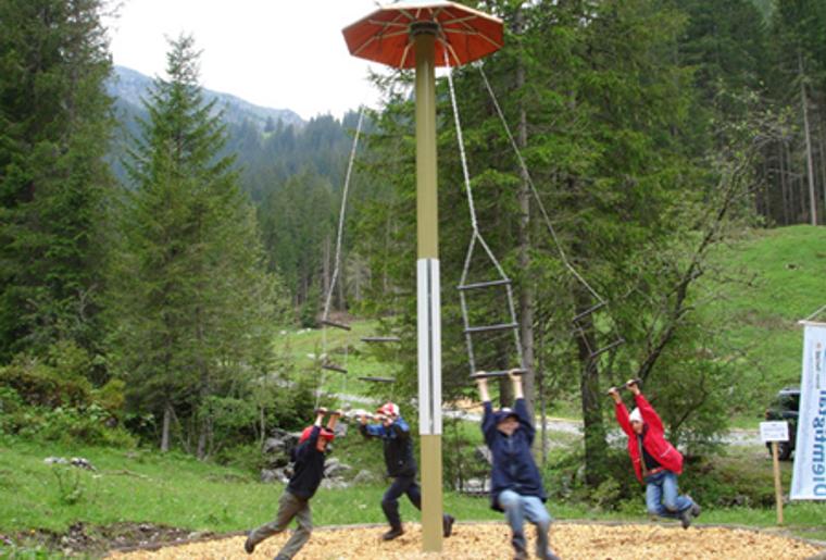 Grimmimutz_naturpark_diemtigtal_Bern_Schaukeln.png