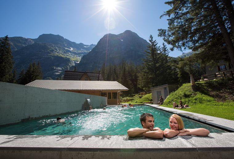 Hotel Handeck Pool_.jpg