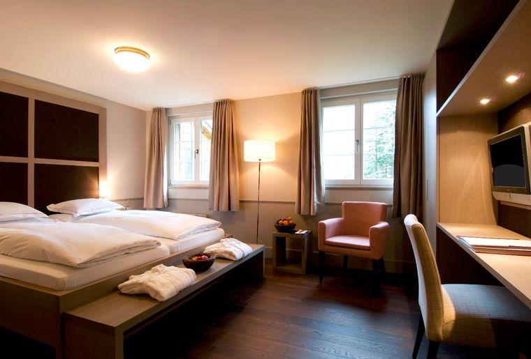 Hotel Handeck Steinhaus Zimmer2.jpg
