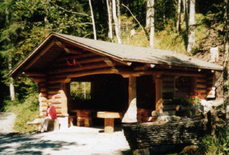 Suldtalbaus Aeschi b. Spiez Fuchsgrabenhütte.jpg
