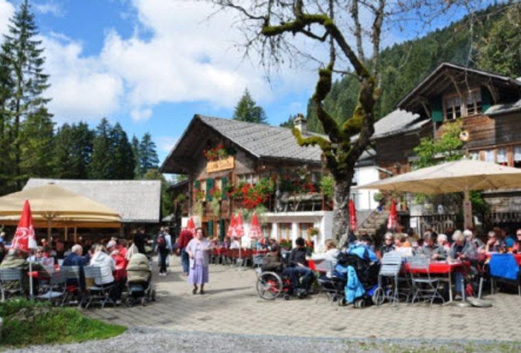 Suldtalbus Aeschi Restaurant.jpg