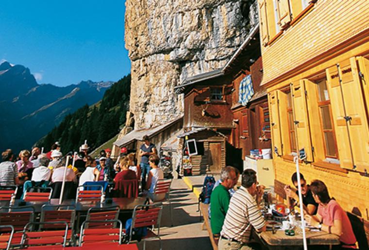 Ebenalp_Aescher_Berggasthaus_Aussensicht_Restaurant.png