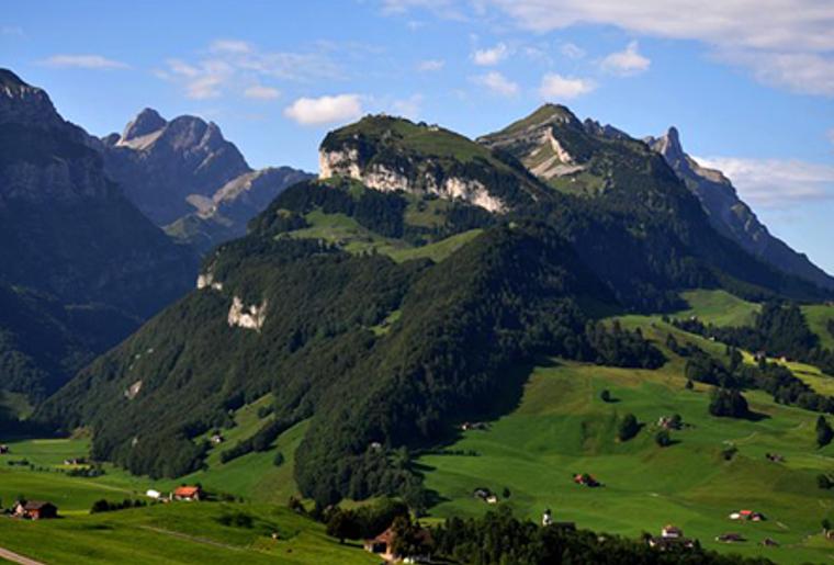 Ebenalp_Aescher_Berggasthaus_Berge_Aussicht.png