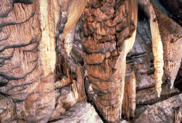 Höhlen von Réclère 3.jpg