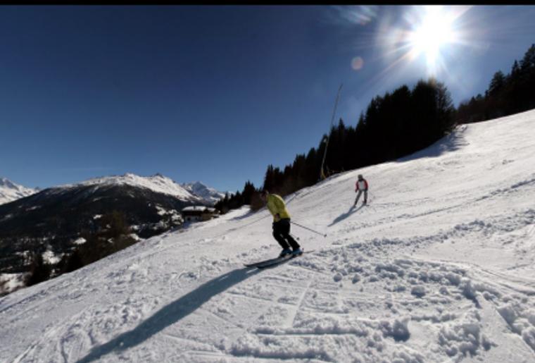 Skigebiet_Les4Vallees_ LesMasses_Winter_Skipiste_Skifahrer.png